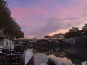 ENJOY YOUR EVENT / WEDDING ON THE RIVER TIBER!