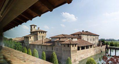 A perfect wedding destination with a unique view of a wonderful castle!