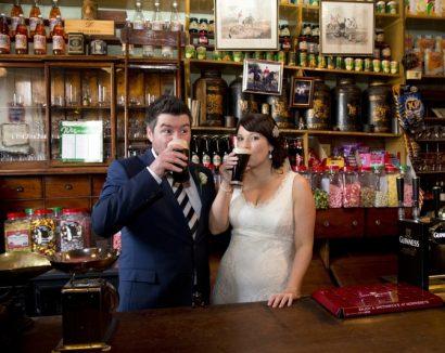 Un mariage à thème dans un pub: une destination de mariage de Authentique