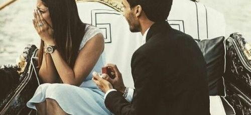 """Il a dit: """"Veux-tu m'épouser?"""" Elle a dit: """"Oui, oui, oui … je le veux !"""""""
