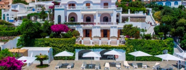 Il s'agit d'une villa de luxe située au cœur de la côte amalfitaine!